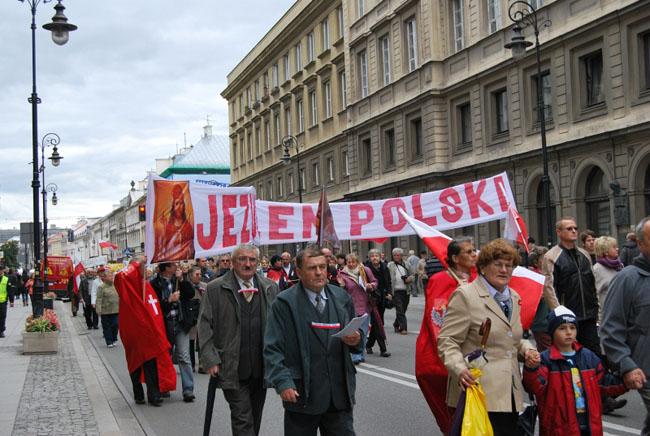 Przeglądasz zdjęcia z galerii: Marsz dla Jezusa Króla Polski, Warszawa 2010