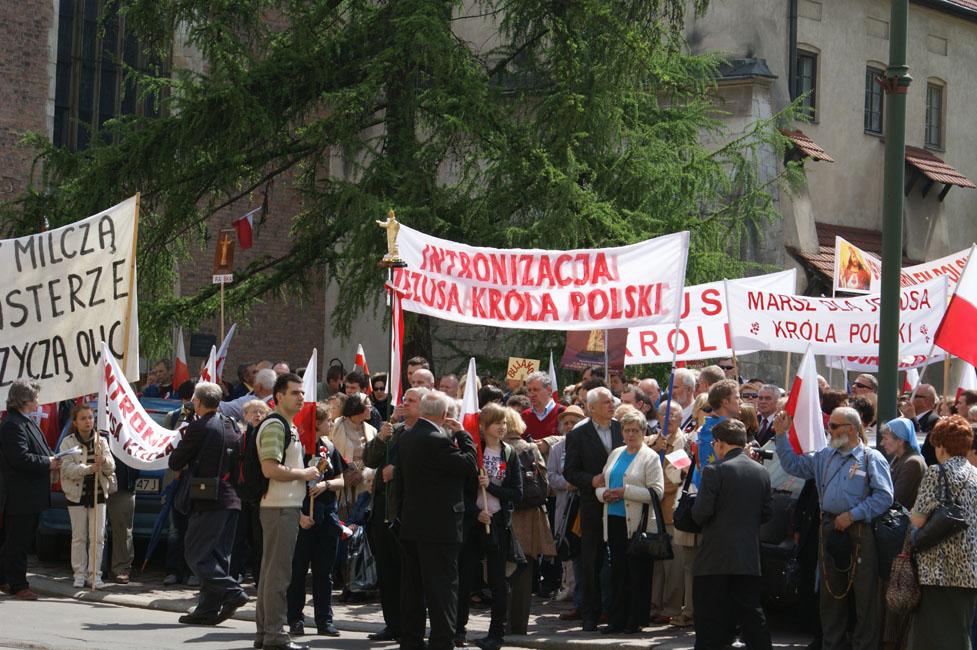 Przeglądasz zdjęcia z galerii: Marsz dla Jezusa Króla Polski - Kraków 2010